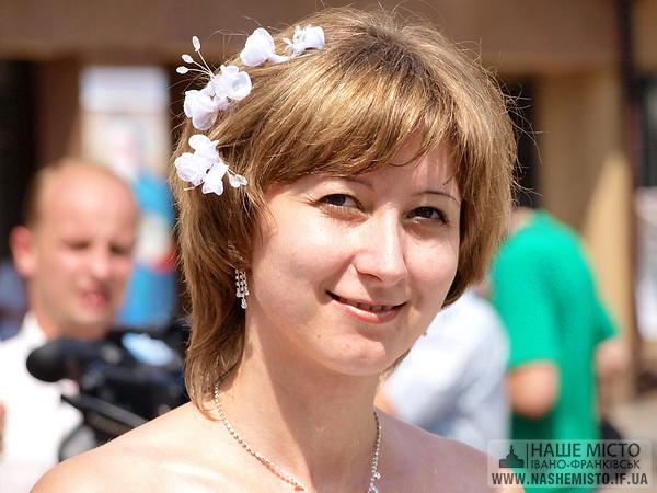 Перший Парад наречених пройшов в Івано-Франківську
