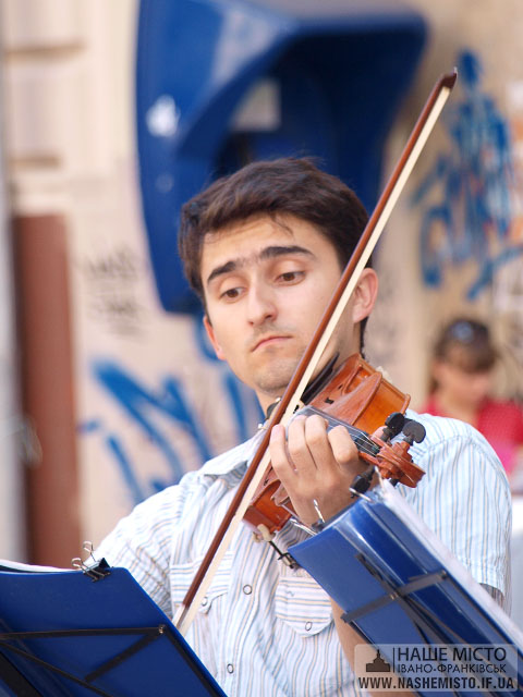 Класична музика під небом Франківська