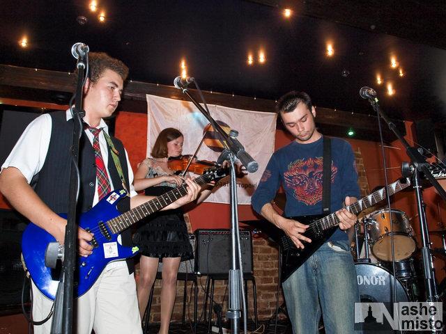 Благодійний концерт у «Химері» зібрав багато молоді