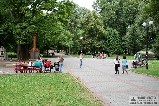 Івано-франківський меморіальний сквер — пам'ятка державного значення